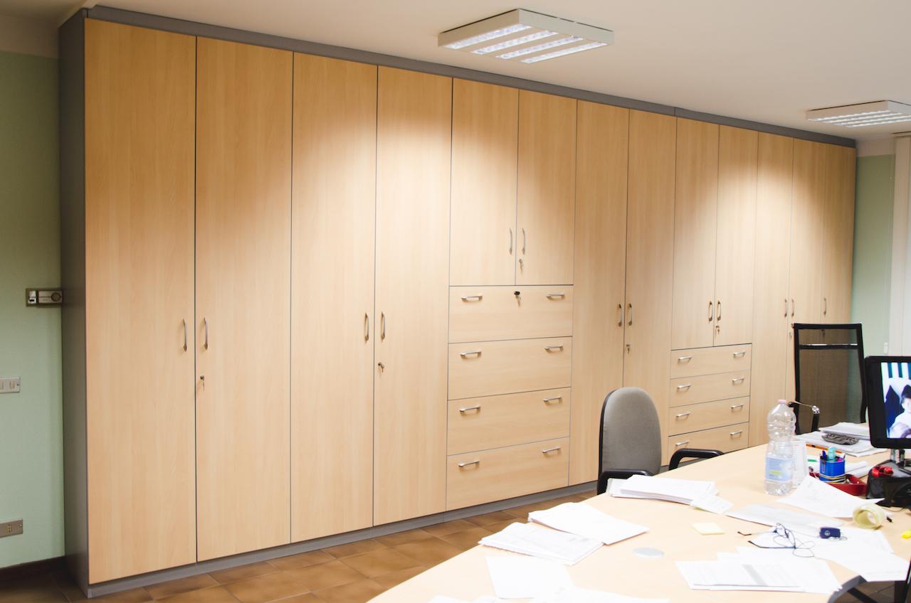 Armadi Archivio Ufficio Legno : Armadio di archiviazione di un ufficio 1 mobili su misura minati