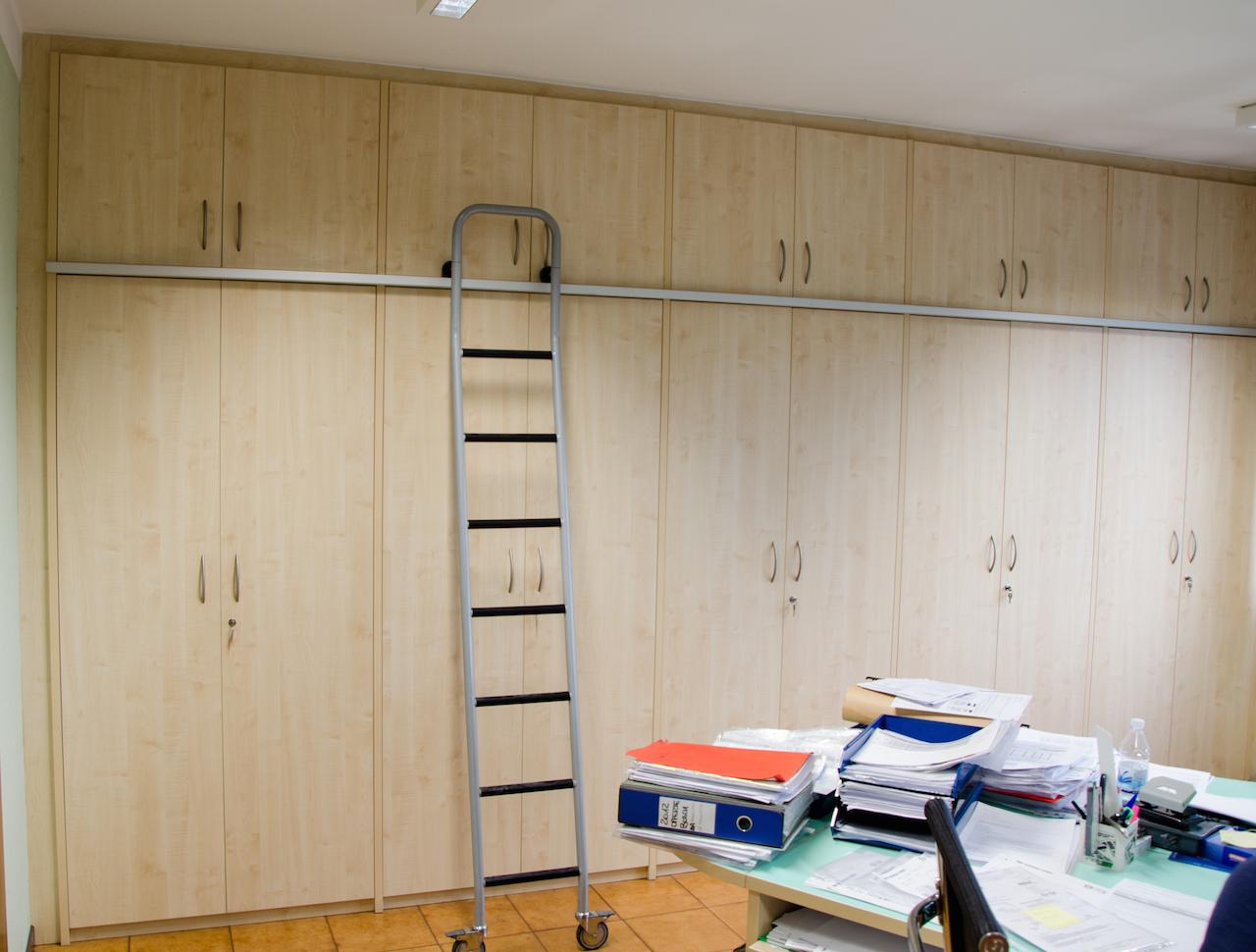 Armadi Archivio Ufficio Legno : Armadio di archiviazione di un ufficio 2 mobili su misura minati